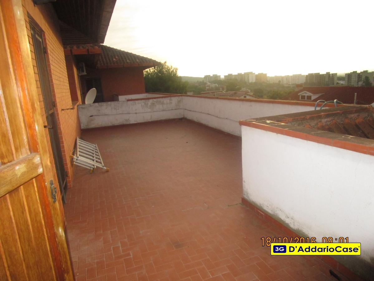 Villa in vendita a Statte, 7 locali, prezzo € 190.000 | CambioCasa.it