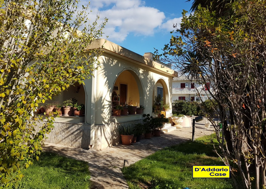 Sale Detached Villas Taranto - Villa in Via Nave Leonardo Da Vinci Blade V117 Locality