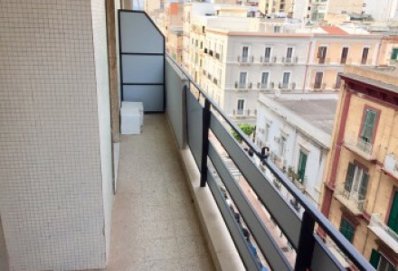 Bright three-room apartments with a lift via acclavio