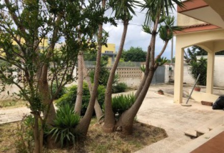 Single Villa of large size with surrounding land in the area of Talsano-Taranto