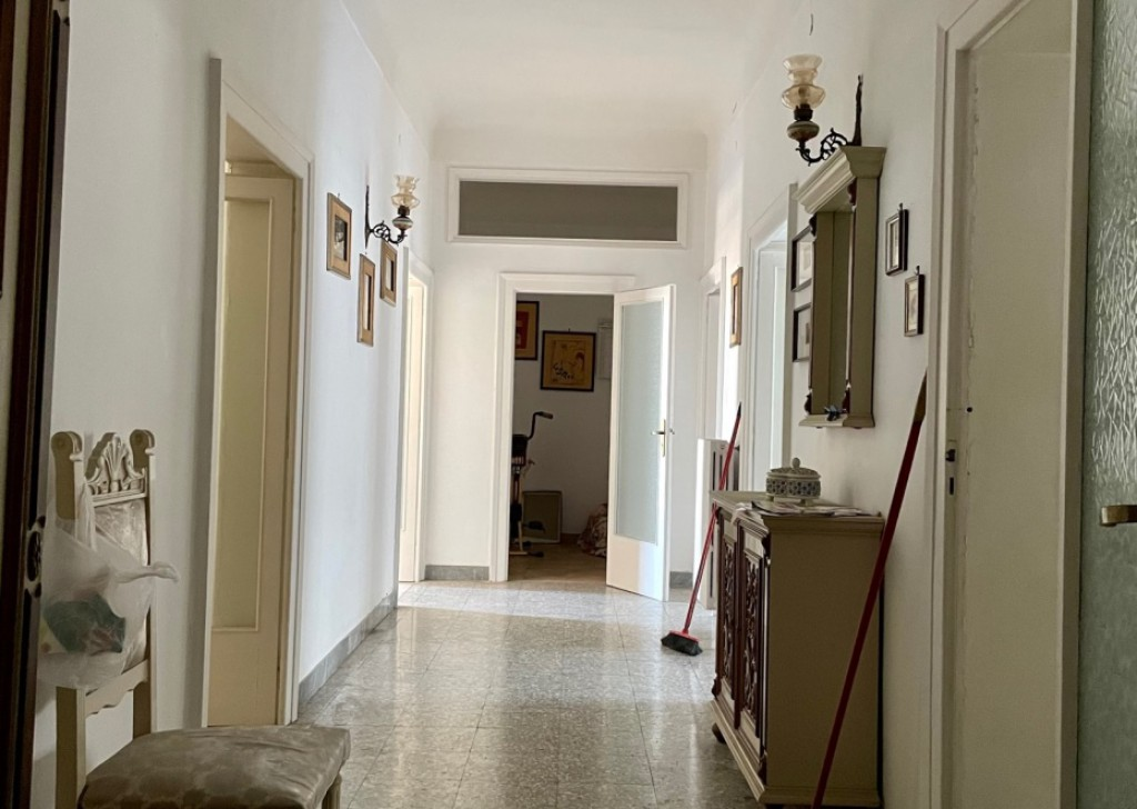 Sale Three-room apartments Taranto - bright trivans Via Leonida Locality